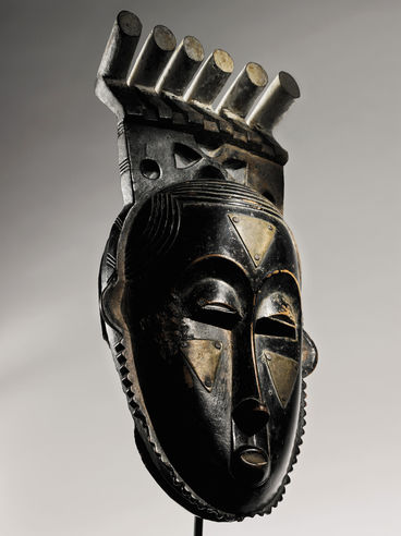 Baule Portrait Mask of Moya Yanso, from the collection of Myron Kunin. Photo: courtesy Sotheby's.